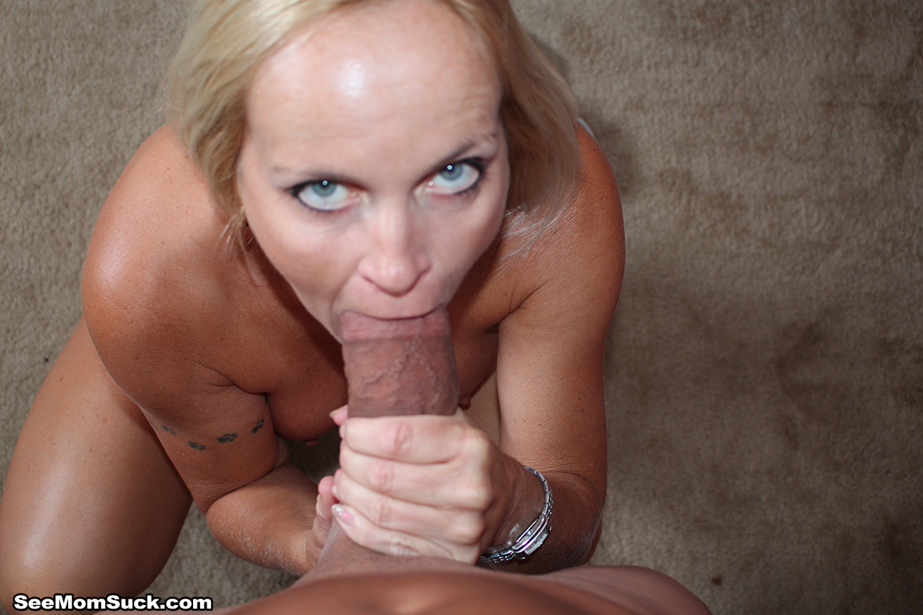Mature mom sucking for cum