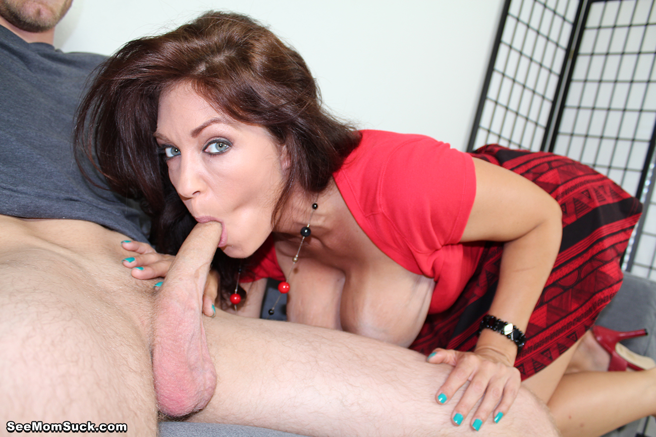 busty mom suck huge cock