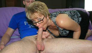 Tracy Licks giving head