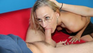 MILF Valerie Rose deepthroats a massive prick