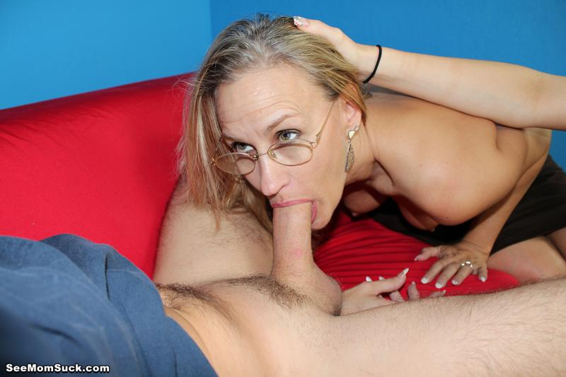 MILF Valerie Rose sucking off her stepson
