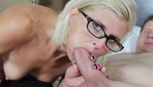 sexy mature babe sucking big cock