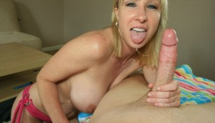 its milf keri lynn holding a big dick