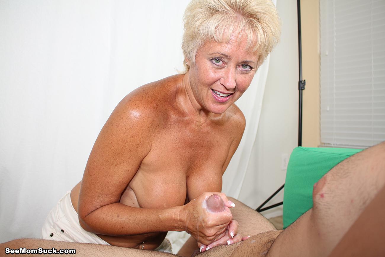nude girls suck cock