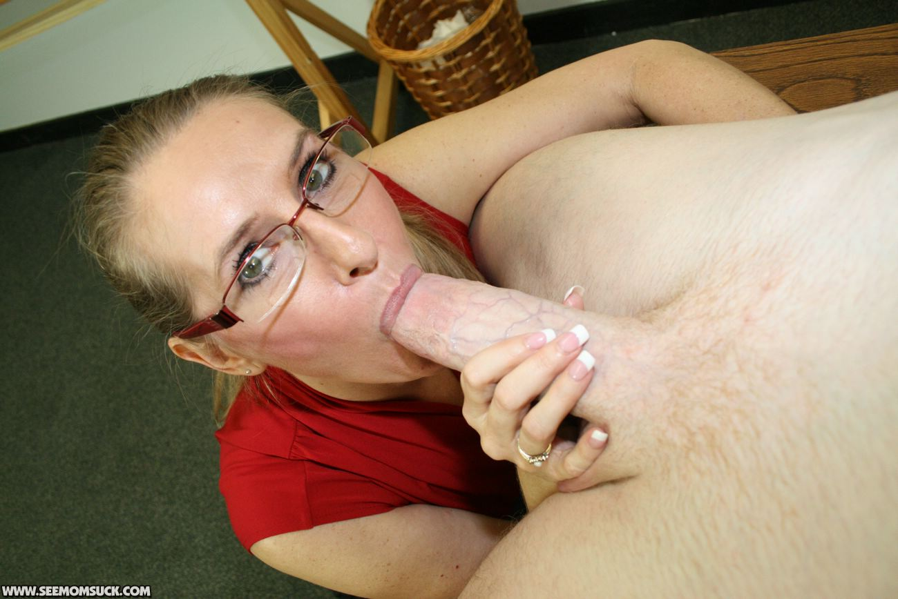 Mature milf in glasses-1521