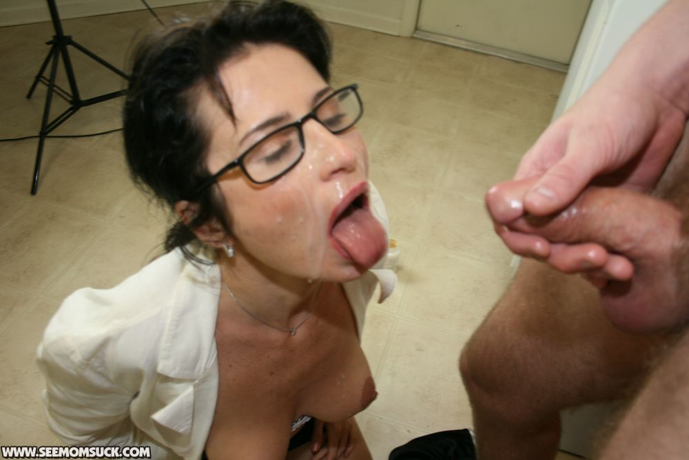 Boy licks mature pussy 4