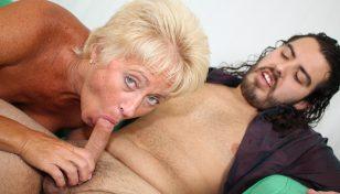 Tracy-Licks-blowjob