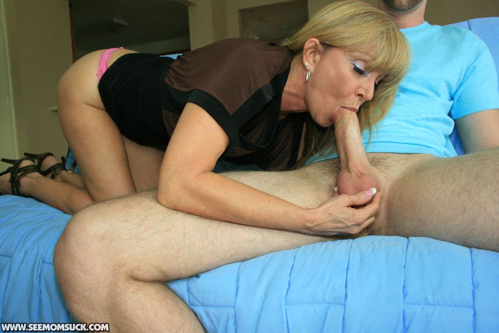 Mature milf gives a sloppy blowjob