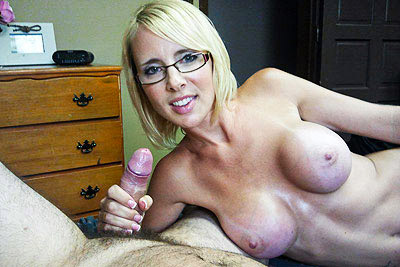 moms-who-suck-cock