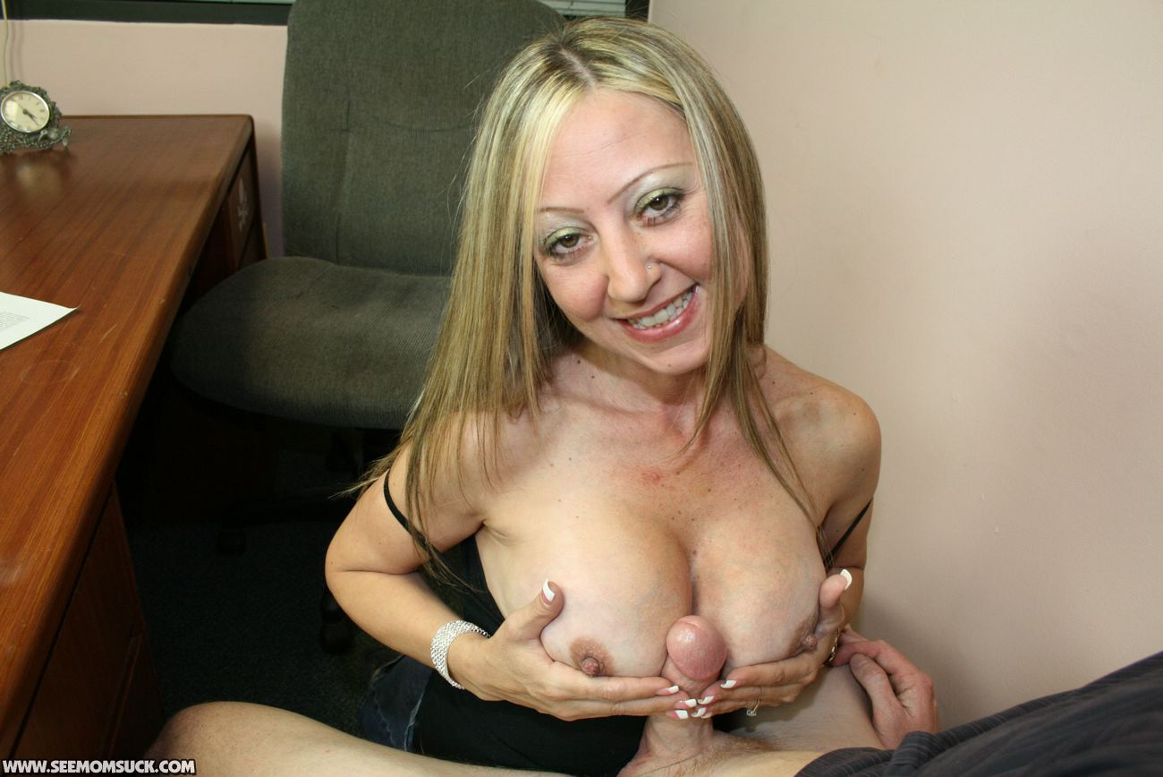 Young milf doing homemade porn