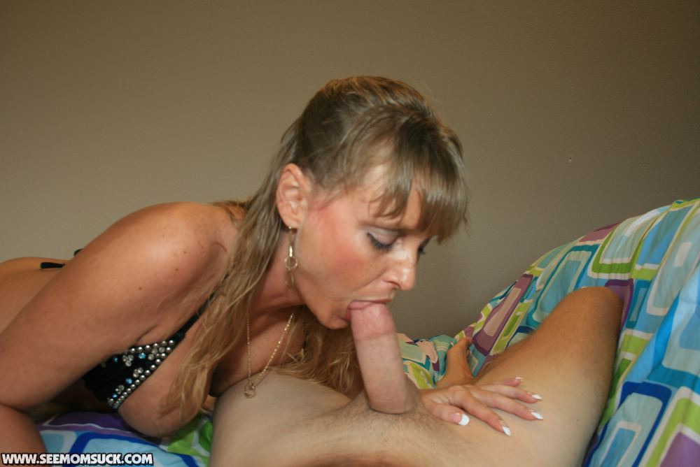 Milf mom blowjob