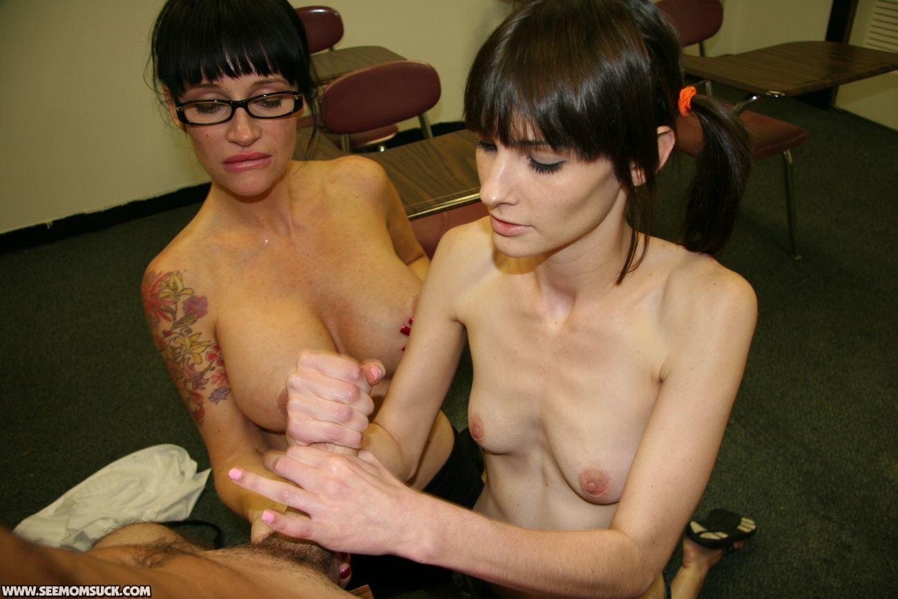 Peeing girls oneclickchicks