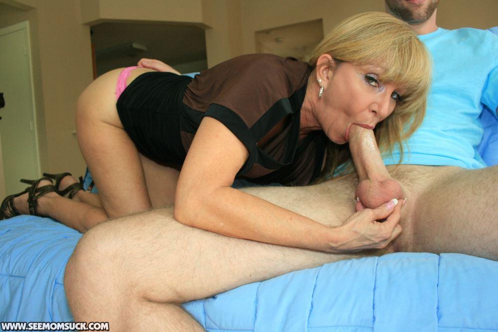 Mature amateur mom blowjob